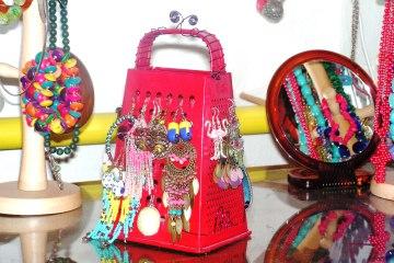 DIY: Stojan na náušnice ze struhadla