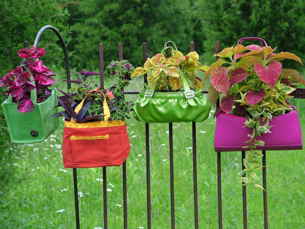 9 Original-Nancy-Ondra_unique-container-garden-purses_s4x3.jpg.rend.hgtvcom.1280.960