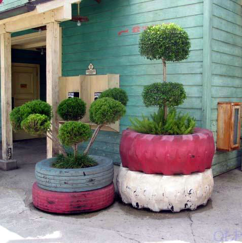 1 diy-outdoor-planters-of-recycled-tires-1