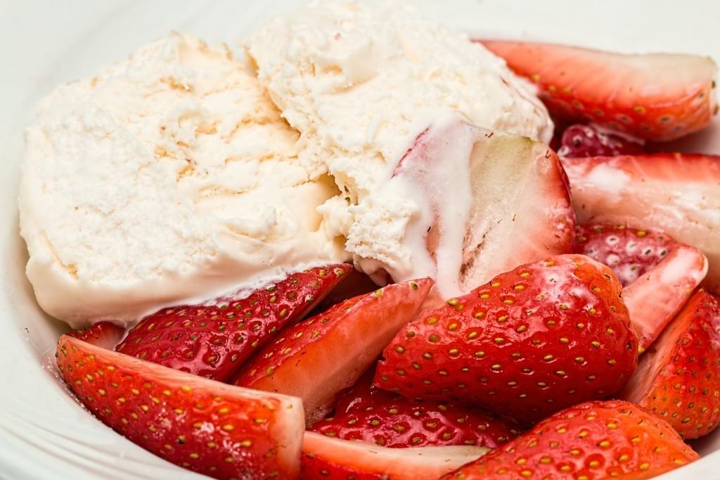 strawberries-816698_1280