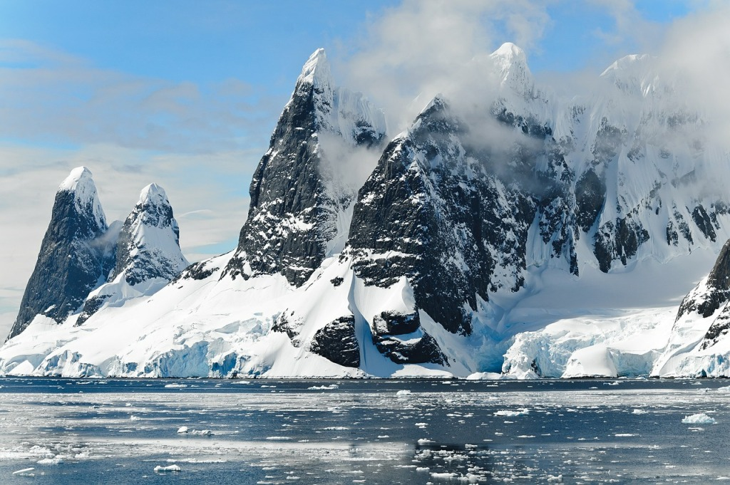 Na výlet na Antarktidu už se bunda s kaupcou lemovanou kožešinou vyplatí.
