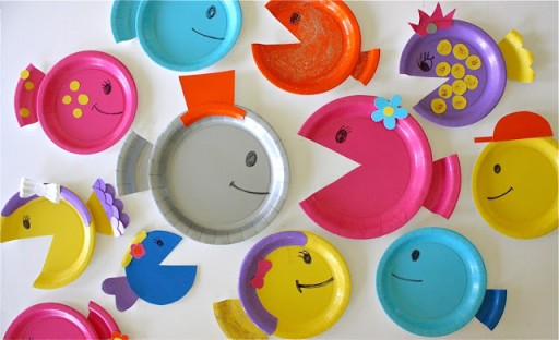 How-to-make-DIY-paper-plate-fish-craft-step-by-step-tutorial-instructions-4-512x312