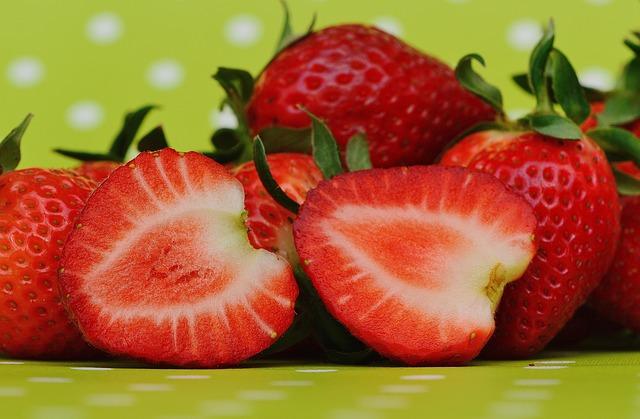 strawberries-1303319_640