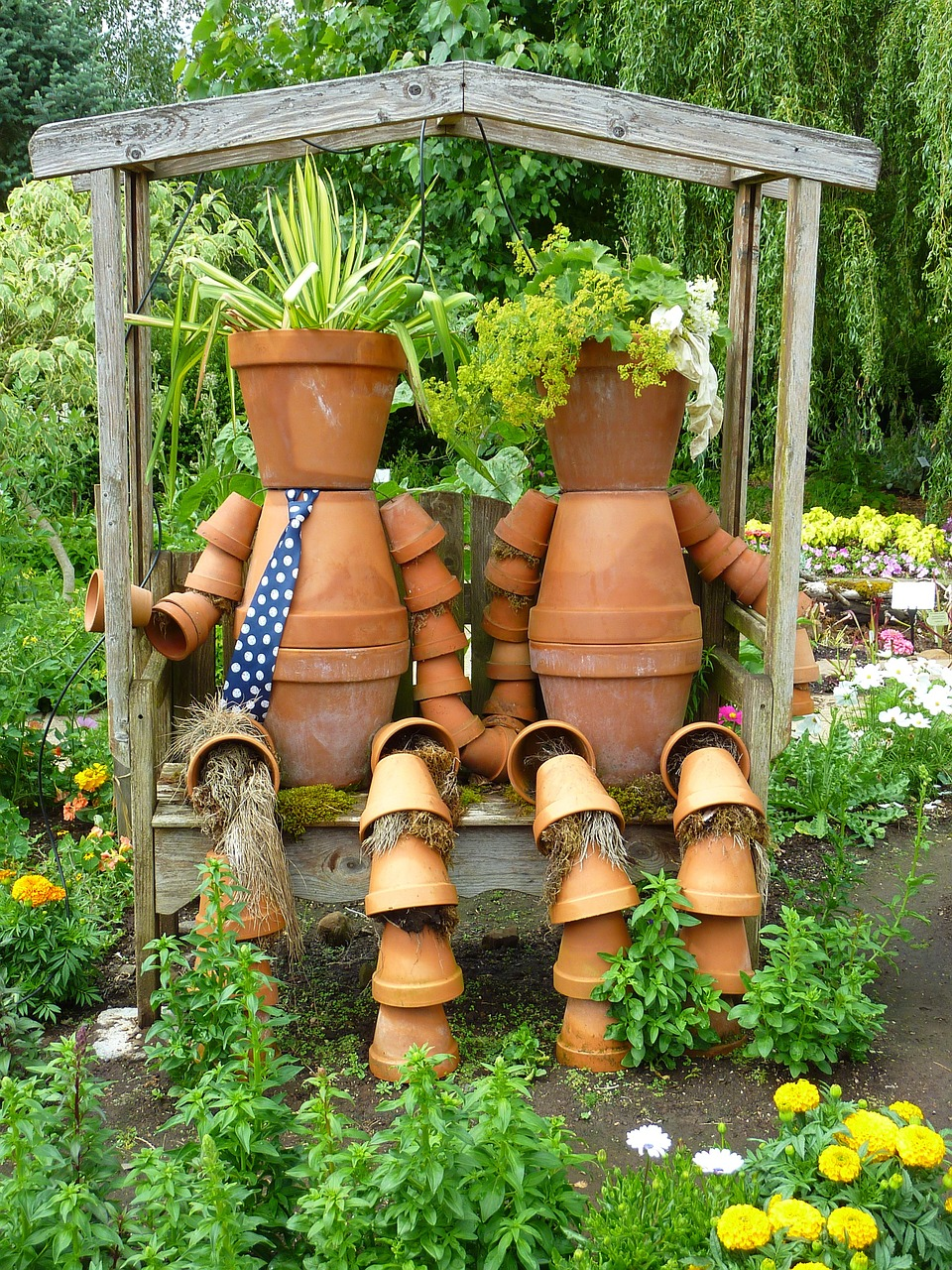 zahrada-dekorace-panacek-z-kvetinacu_1